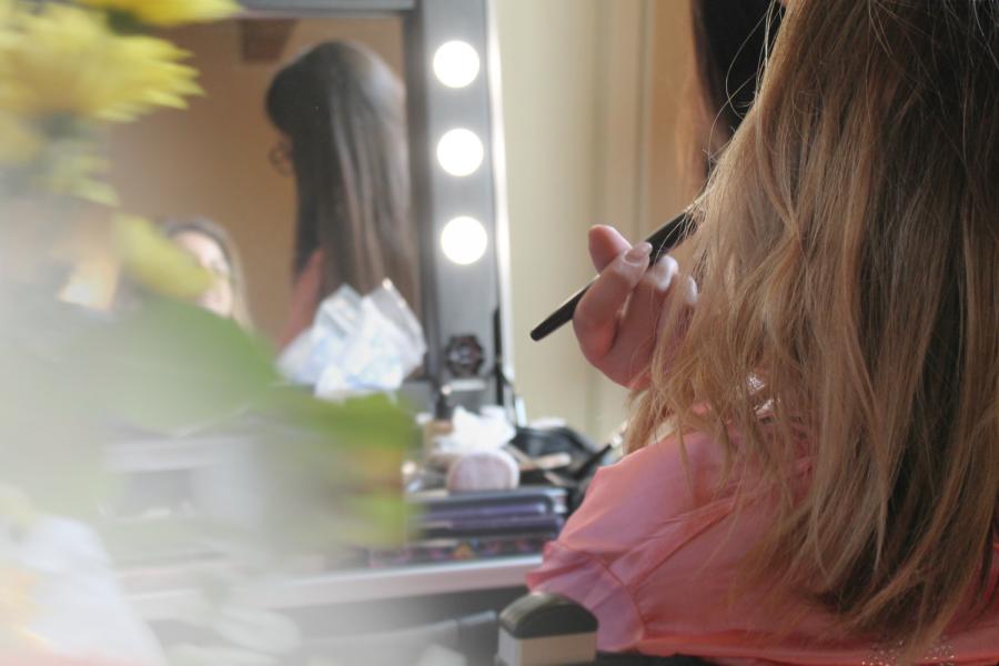 trucco-sposa-napoli-caserta-aversa-wedding-make-up-artist-postazione-luci-specchio-cantoni-backstage-truccatore-06