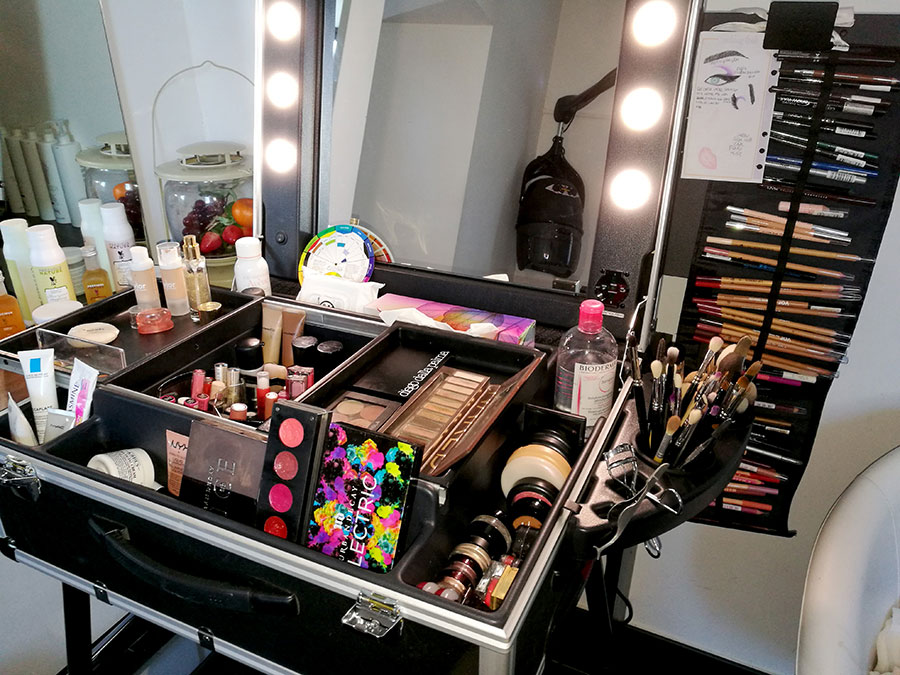 organizzazione vanity table angolo trucco salone di bellezza centro estetico profumeria