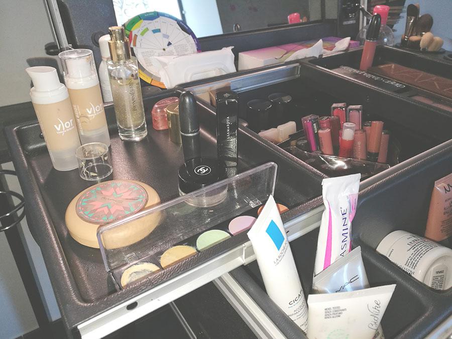 postazione-trucco-cantoni-truccatori-makeupartist-professionale-trucco-accessori-specchio-luci-portapennelli-anna-marchese-10