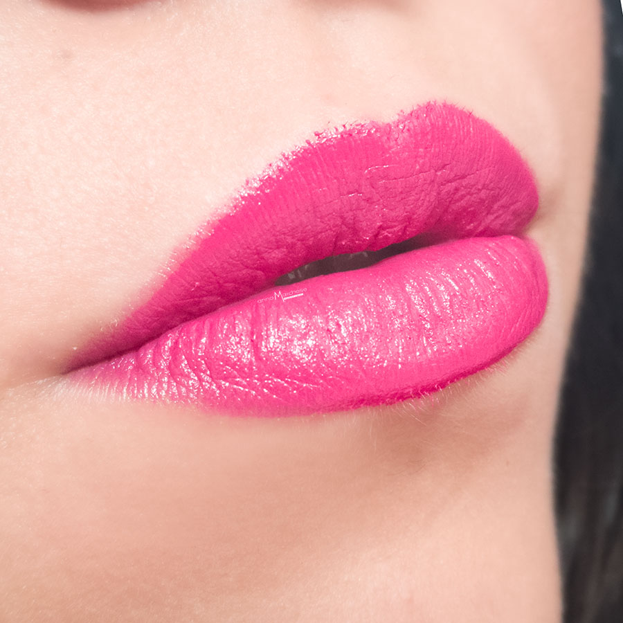 FOTO SWATCH - Rossetto ricaricabile Hourglass Confession in I Can't Wait