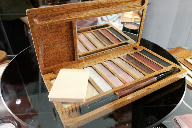 novita-makeup-cosmoprof-2019-alilla-cosmetics-poland-wooden-eyeshadow-palette-review