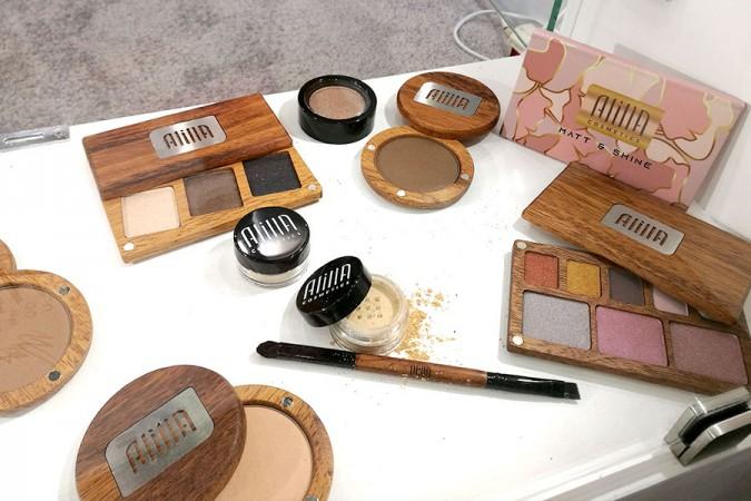 novita-makeup-cosmoprof-2019-alilla-cosmetics-poland-wooden-palette-best-packaging-review
