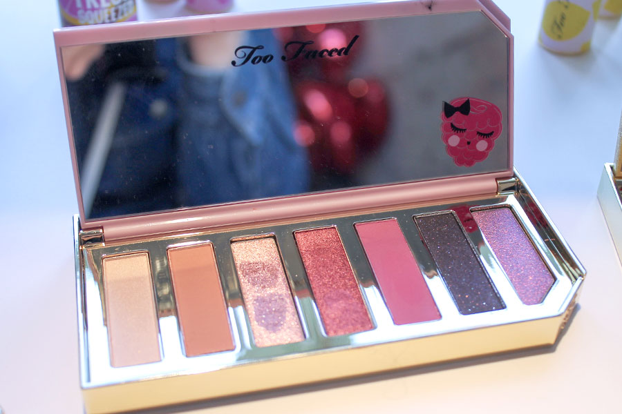 too-faced-razzle-dazzle-berry-eyeshadow-palette-ombretti-tuttifrutti-novita-sephora.italia-makeup-trucco-estate-2019