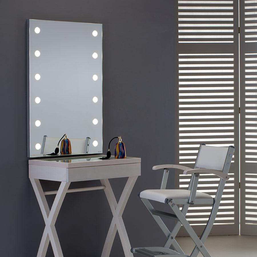 specchio-luci-illuminato-arredo-centro-estetico-cabina-trucco-allestimento-900-2