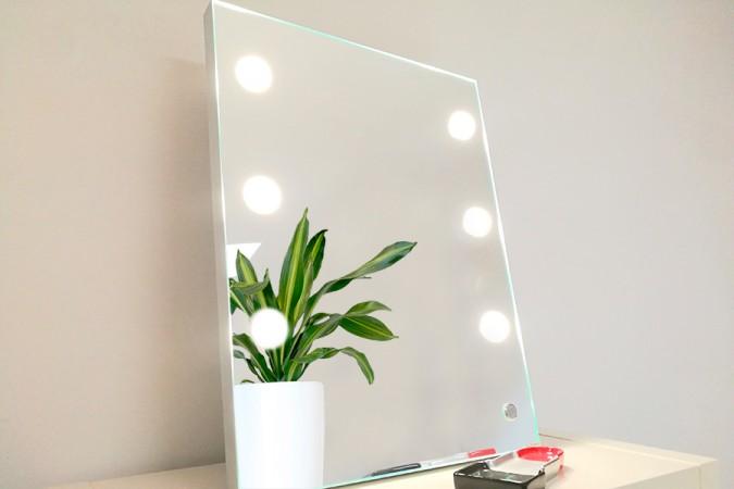 specchio-con-luci-illuminato-luminoso-professionale-1