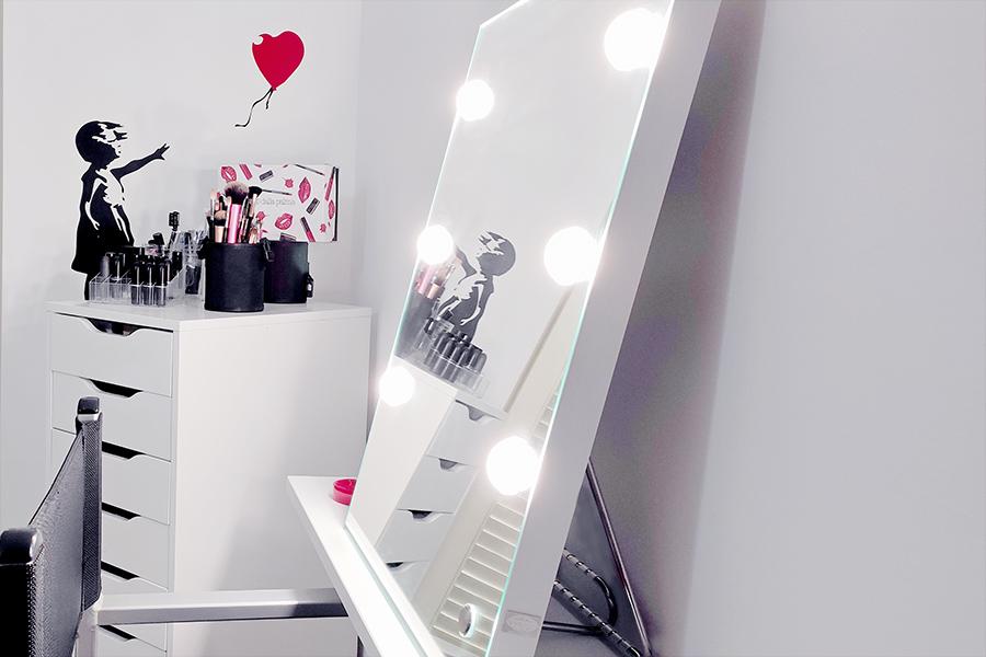 angolo-trucco-ufficio-studio-postazione-make-up-specchio-luminoso-sedia-cassettiera-profotti-come-1x